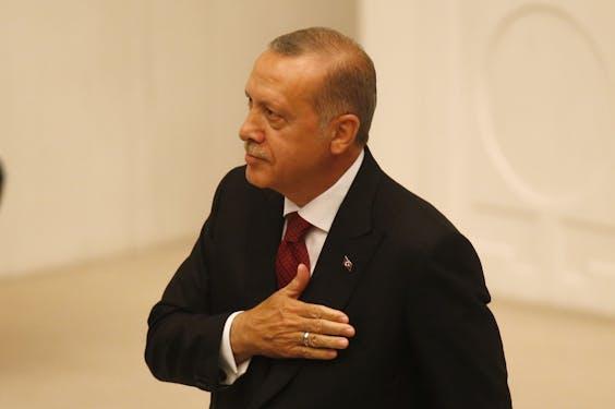 President Recep Tayyip Erdogan legt de eed af in het Turkse parlement.