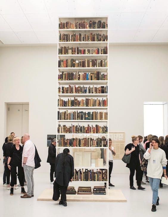 Het Rose Valland Institute verzamelde een kast vol boeken uit de stadsbibliotheek van Berlijn, in 1943 onrechtmatig van Joden.
