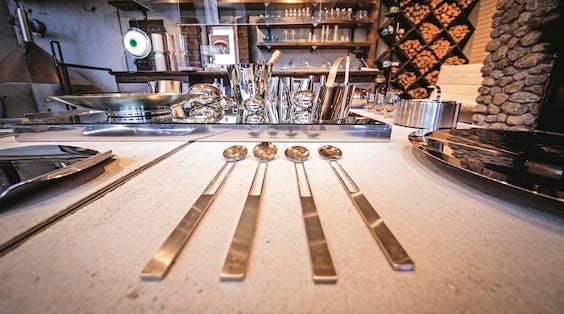 De designkeuken van Idoli, van chef-kok Markku Seppänen, die noordelijke gerechten bereidt.