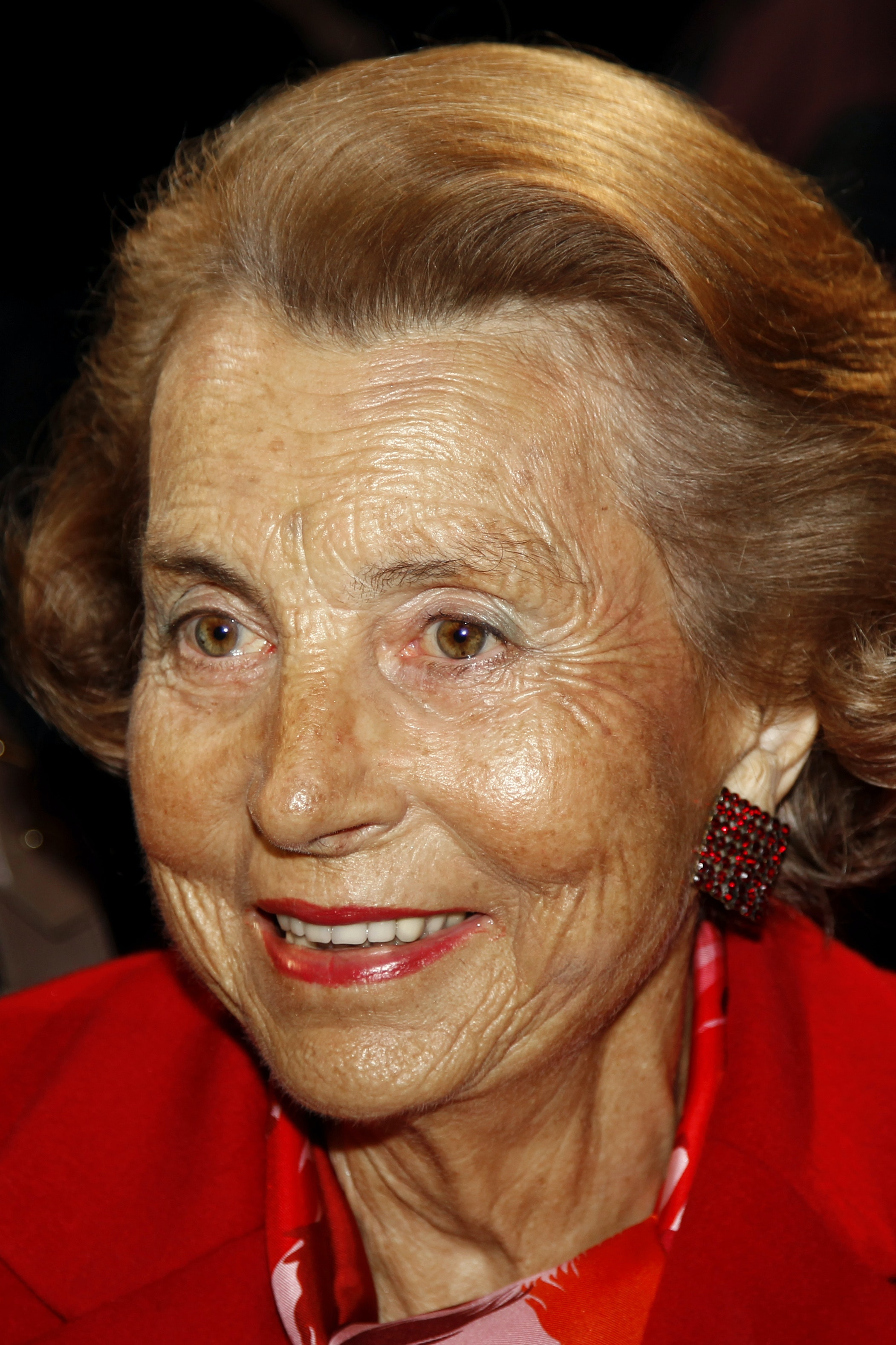Liliane Bettencourt, heiress to the L'Oreal fortune, attends French designer Franck Sorbier's Haute Couture Spring-Summer 2011 fashion show in Paris January 26, 2011.  REUTERS/Charles Platiau (FRANCE - Tags: FASHION BUSINESS HEADSHOT) - PM1E71Q0ZJU01