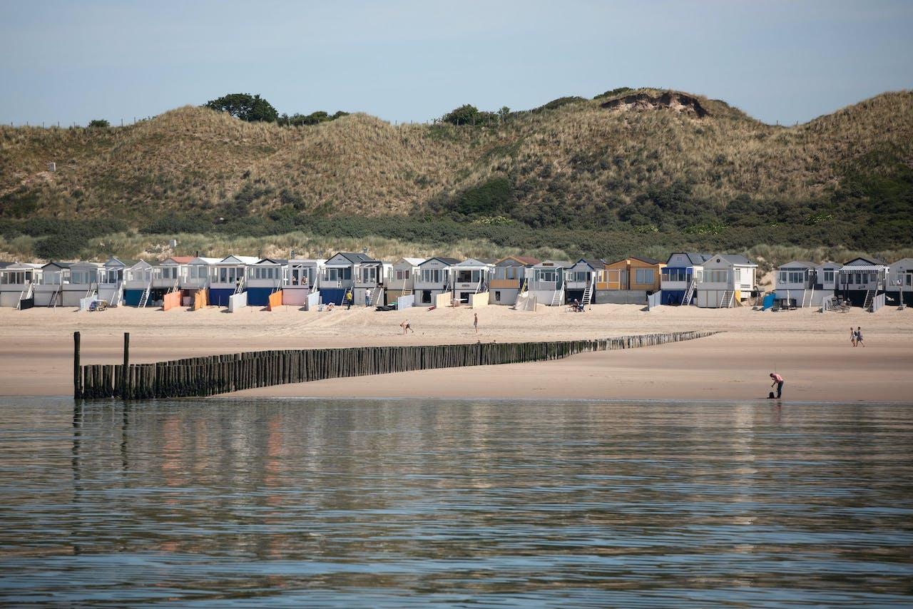 Strandhuisjes langs de Westerschelde nabij Vlissingen