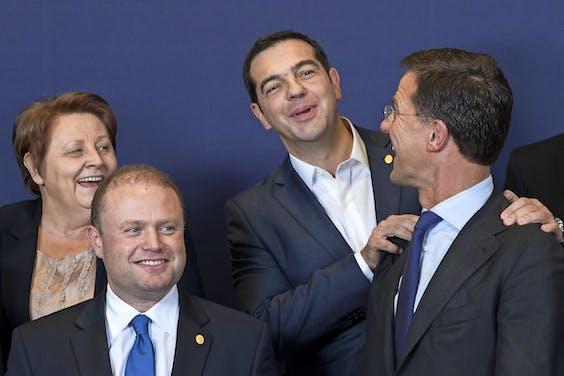 Van links naar rechts: Letse premier Laimdota Straujuma, Maltese premier Joseph Muscat, Griekse premier Alexis Tsipras en Mark Rutte