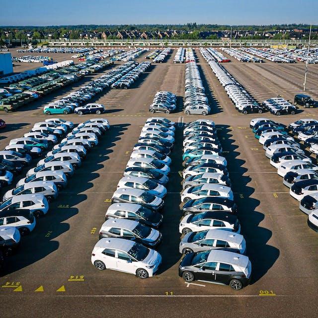 20:33 Elektrische Volkswagens voor software-update terug naar garage - Het Financieele Dagblad