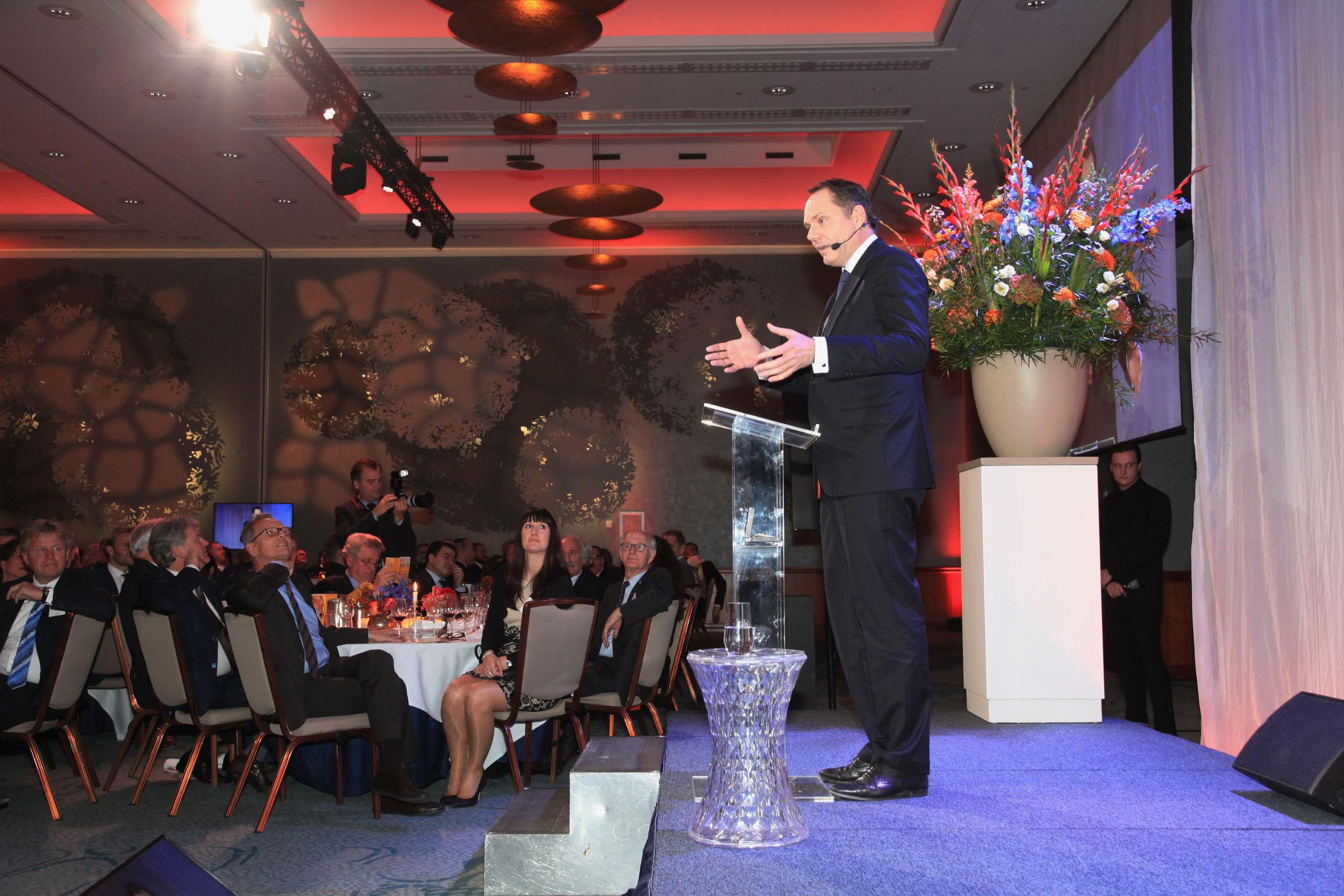 De Amsterdamse havenwethouder Udo Kock tijdens zijn toespraak vrijdagavond op het Havengildediner.
