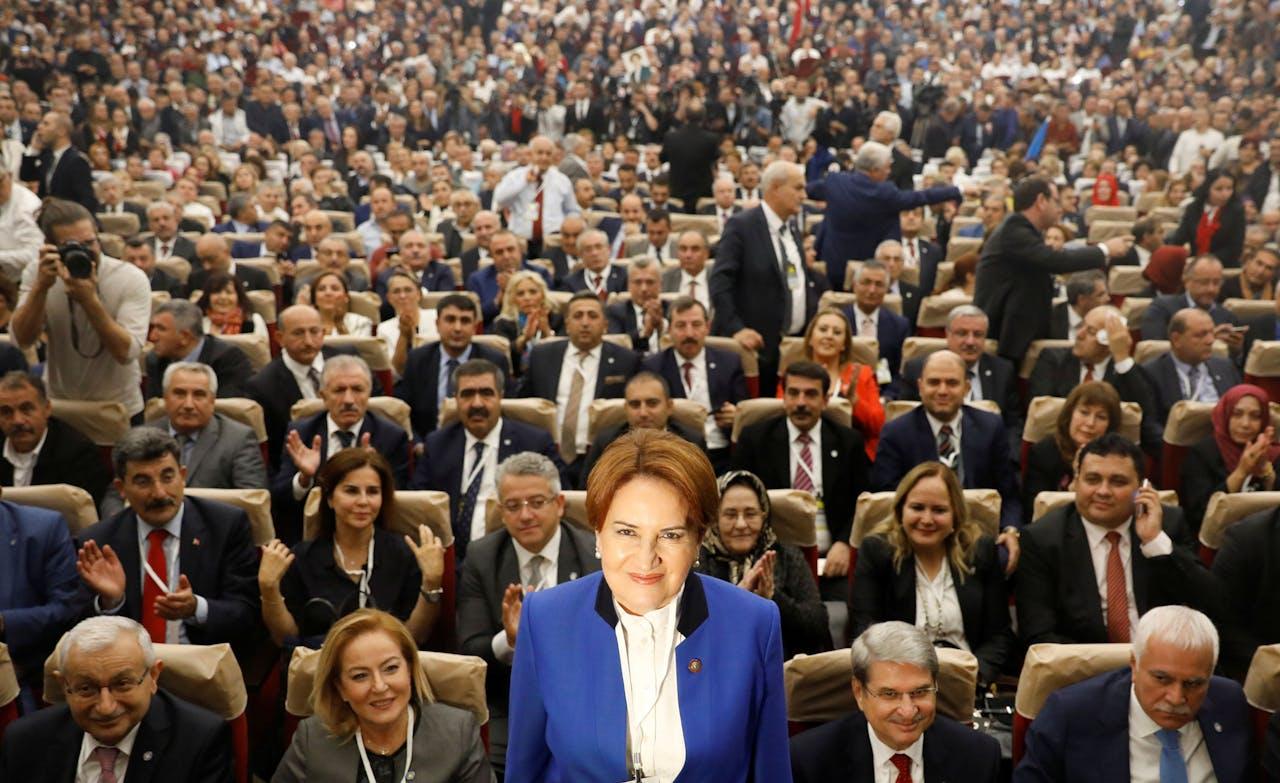 Meral Aksener kondigt aan nieuwe politieke partija aan in Ankara op 25 oktober 2017. Krijgt president Erdoğan te maken met een 'she wolf'?