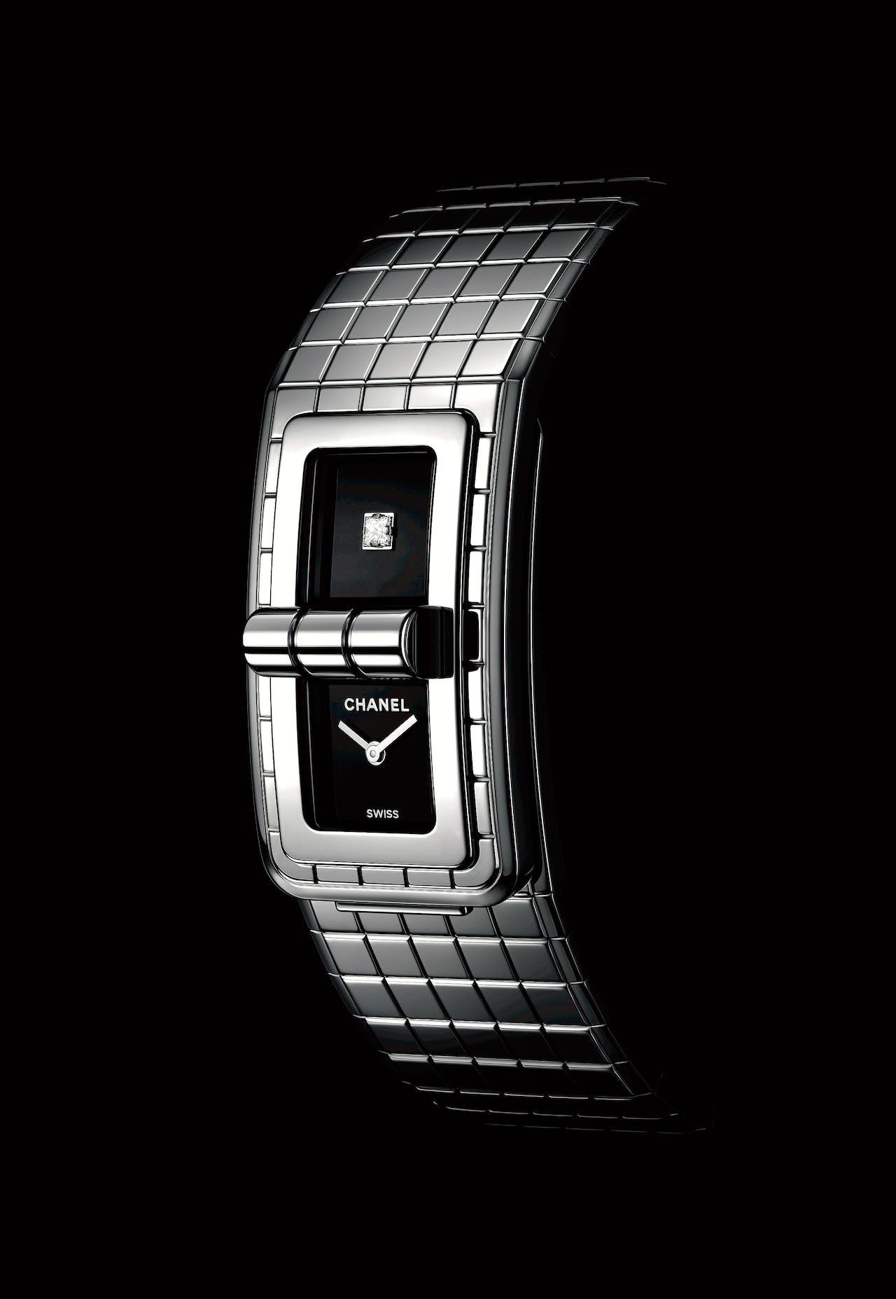Een horlogearmband met tasslotje.