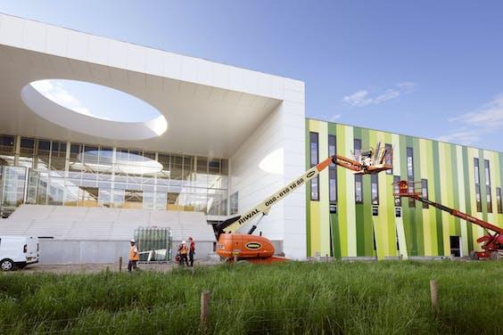 De Brainport Industries Campus (BIC) in Eindhoven in aanbouw. Op deze plek in de buurt van Eindhoven Airport gaan kennisinstellingen en innovatieve bedrijven samenwerken.